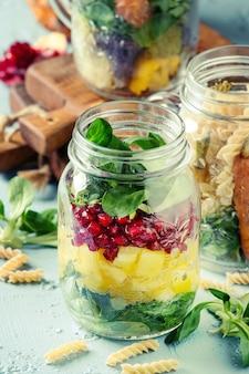 Salades in metselaarpotten