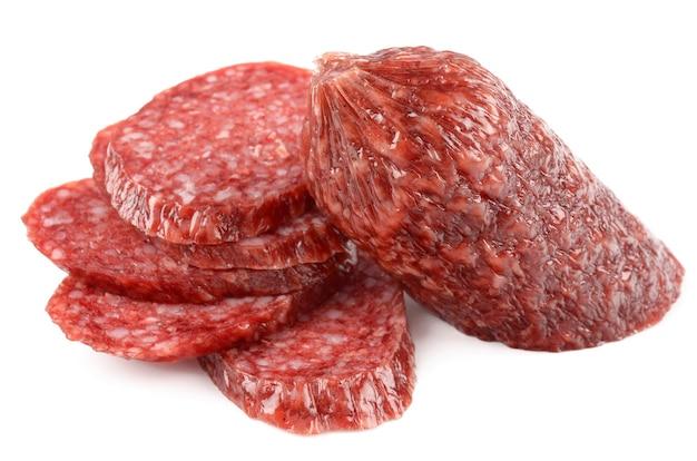 Salami op witte achtergrond