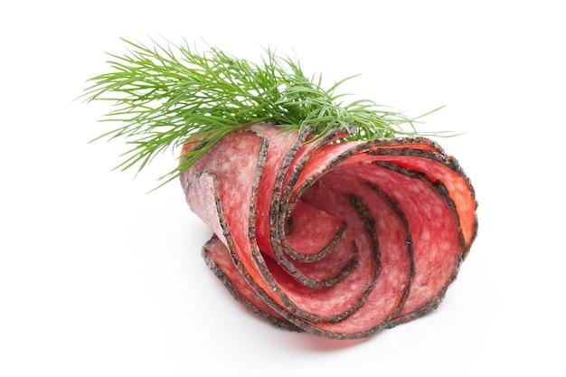 Salami worst plakjes geïsoleerd op wit oppervlak knipsel
