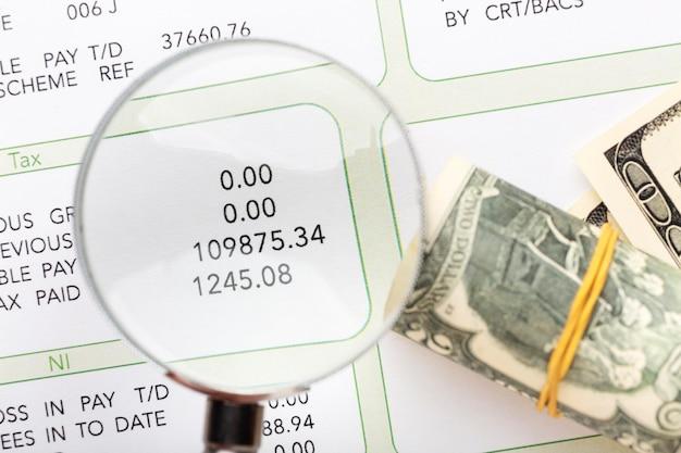 Salaris stilleven met contant geld