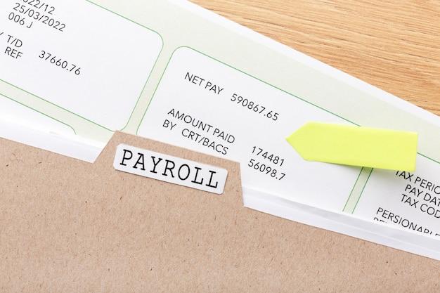 Salaris stilleven met document
