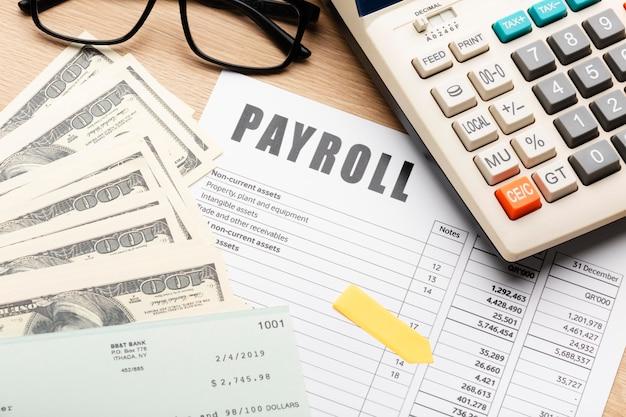 Salarisstilleven met contant geld hoge hoek