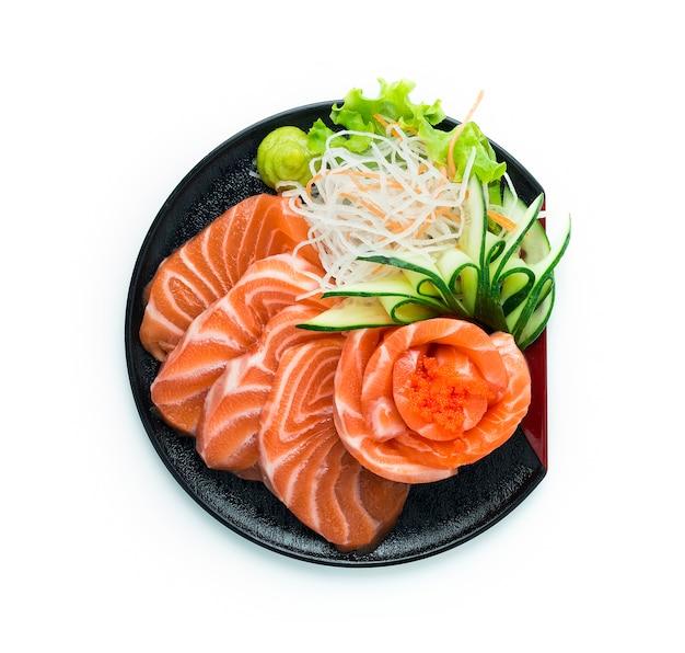 Salmon sashimi serveerde wasabi in japanse stijl