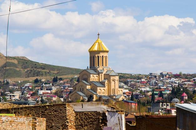 Sameba-kerk in tbilisi, georgië. prachtige architectuur, reisbestemming