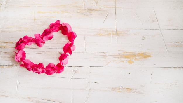 Samengestelde roze bloemen in hart