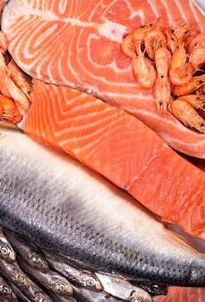 Samenstelling bestaat uit gehakte stukjes verse vis en garnalen