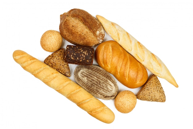 Samenstelling met brood van brood op witte achtergrond wordt geïsoleerd die