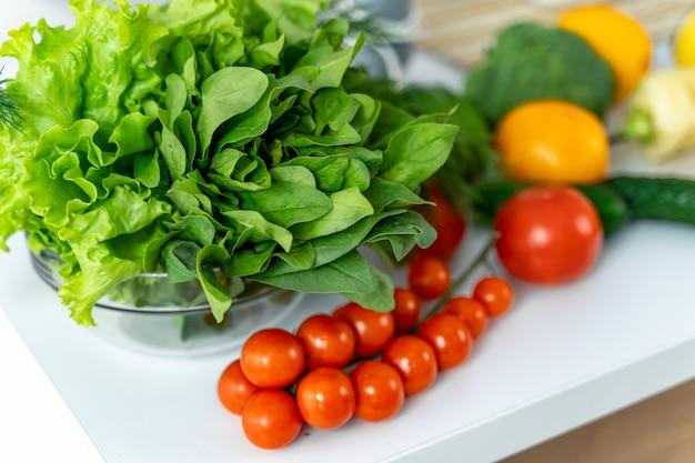 Samenstelling met diverse rauwe biologische groenten
