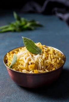 Samenstelling met een heerlijke pakistaanse maaltijd
