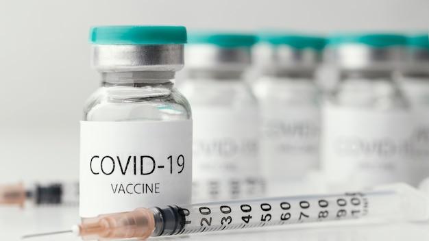 Samenstelling met flesje voor coronavirusvaccin