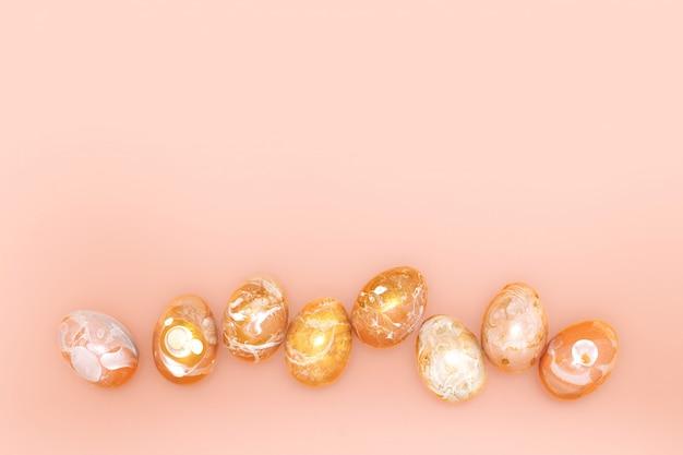 Samenstelling met gouden versierde eieren