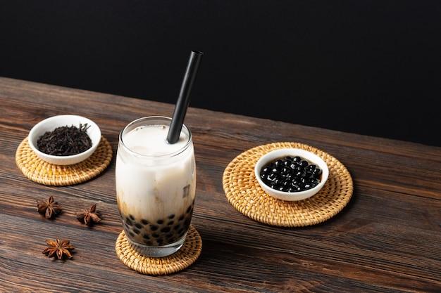 Samenstelling met heerlijke thaise thee