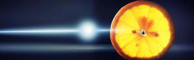 Samenstelling met plakjes sinaasappel en grapefruit op een zwarte achtergrond. een schijfje sinaasappel met achtergrondverlichting op een zwarte achtergrond met waterdruppels. sappige sinaasappel op een tafel.