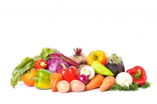 Samenstelling met rijpe geïsoleerde groenten. goede oogst
