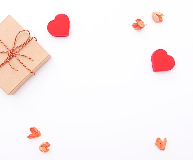 Samenstelling met rode harten, lay-out voor briefkaart, vakantiefoto Premium Foto