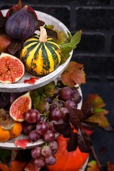 Samenstelling met seizoensgebonden herfstfruit.