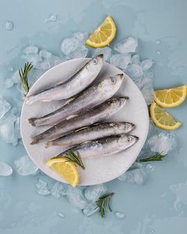 Samenstelling van bevroren zeevruchten op tafel