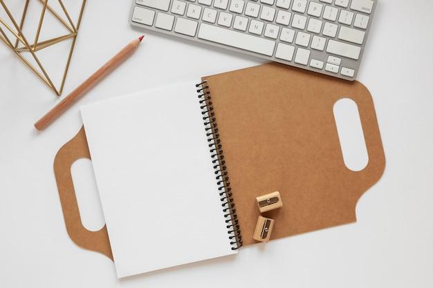 Samenstelling van briefpapier van natuurlijk materiaal
