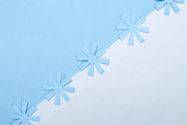 Samenstelling van frame met knutselpapier bloemen