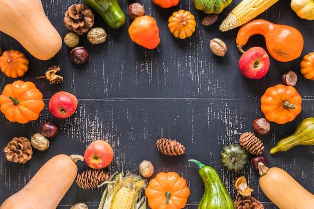Samenstelling van groenten op zwarte bord