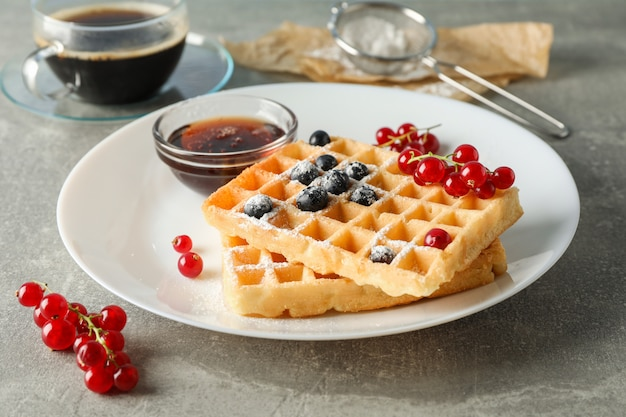 Samenstelling van het ontbijt met belgische wafels