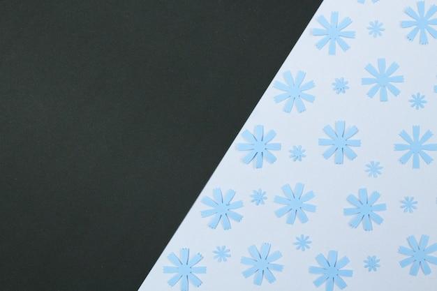 Samenstelling van mockup frame met knutselpapier bloemen Premium Foto