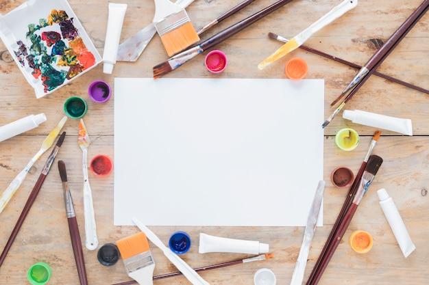Samenstelling van professionele rommelige apparatuur voor tekenen