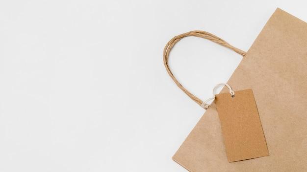 Samenstelling van recyclebaar label en boodschappentas met kopie ruimte