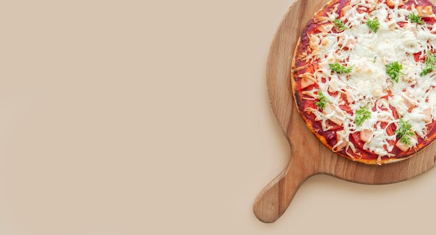 Samenstelling van smakelijke traditionele pizza