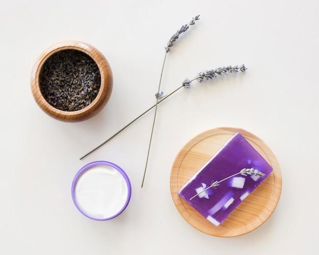 Samenstelling van spa-behandeling zeep van lavendel