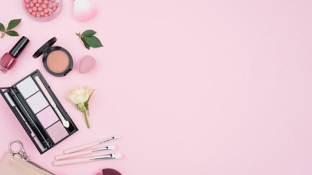 Samenstelling van verschillende cosmetica met kopie ruimte