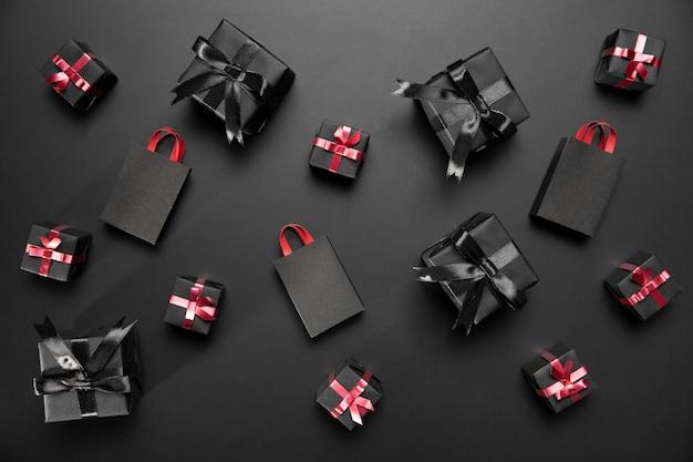 Samenstelling van zwarte vrijdaggeschenken en boodschappentassen