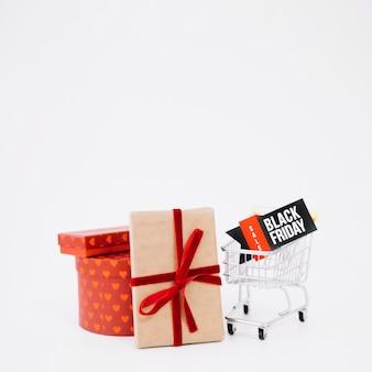 Samenstelling voor zwarte vrijdag met geschenken en kar