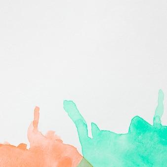 Samenvatting gekleurde inktgolven op witte oppervlakte