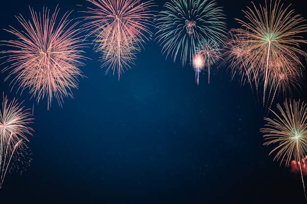 Samenvatting gekleurde vuurwerkachtergrond