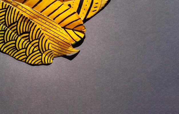 Samenvatting geschilderde bladeren met exemplaar ruimteachtergrond