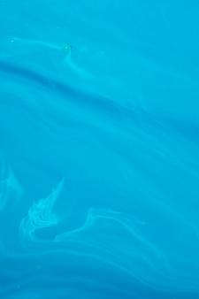 Samenvatting van kristallijn golvend water