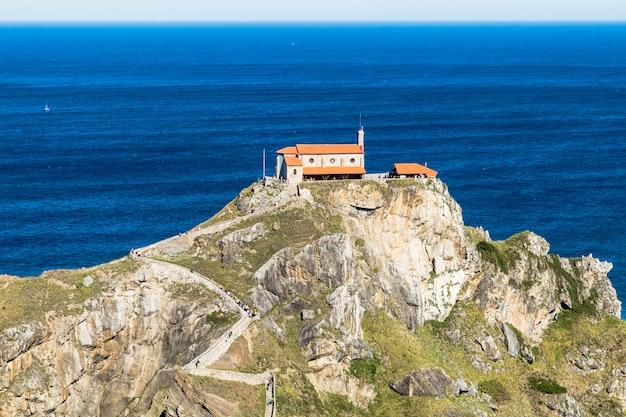San juan de gaztelugatxe island, bizkaia, baskenland, spanje
