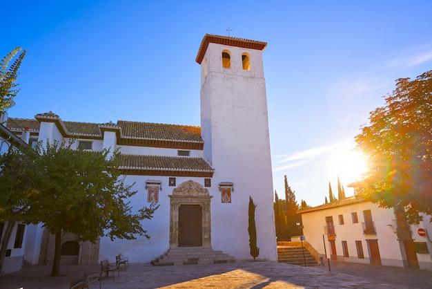 San miguel bajo-kerk in granada albaicin van het andalusische spanje