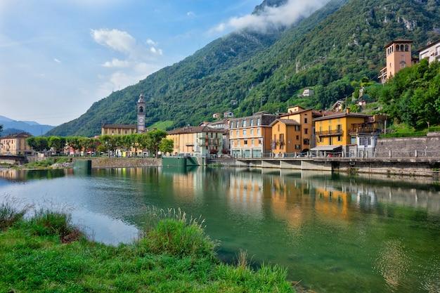 San pellegrino terme in de provincie bergamo in noord-italië. het gebied van de parochiekerk
