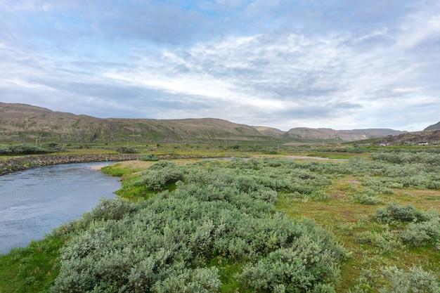 Sandfjordelva is een rivier op het schiereiland varanger, finnmark, noorwegen
