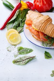 Sandwich met gezouten zalm