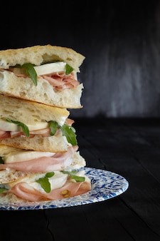 Sandwich pizza mortadella mozzarella