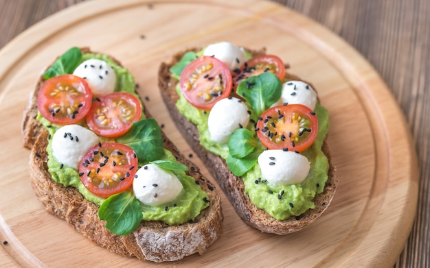 Sandwiches met avocadopasta