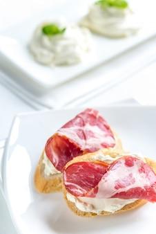 Sandwiches met roomkaas en ham