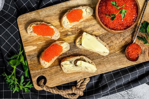 Sandwiches met zalm rode kaviaar
