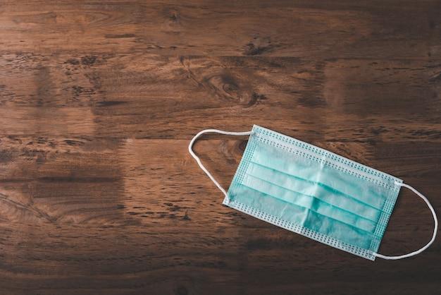 Sanitair masker geplaatst op een stok, desinfecterende apparatuur om de verspreiding van bacteriën en bacteriën te voorkomen en het coronavirus te voorkomen (covid-19)