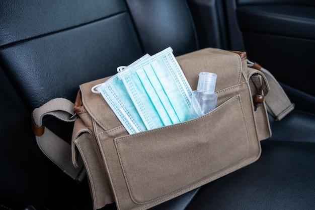 Sanitizer handgel en medische gezichtsmaskers