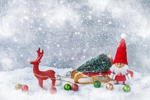 Santa claus-achtergrond met kerstmisdecoratie. kopieer de ruimte, het kerstsymbool.