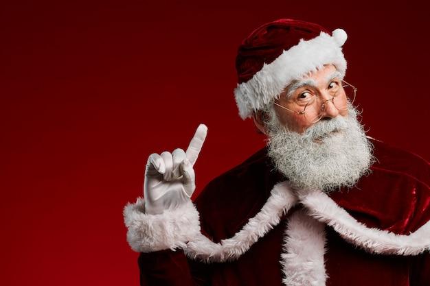 Santa claus die omhoog wijst